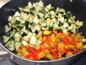 Coupes des légumes pour ratatouille
